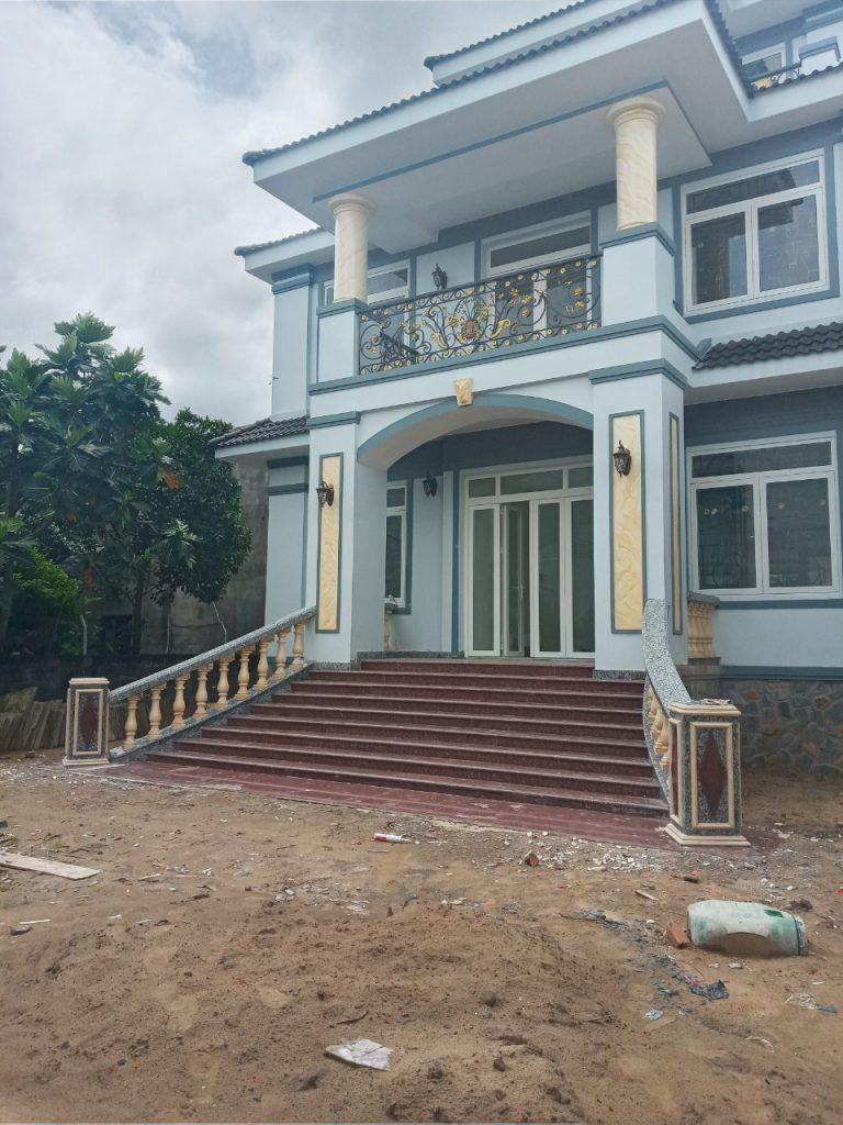 Op đá cầu thang nhà phố